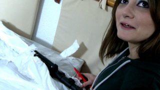 Camgirl teste sa nouvelle cam avec le livreur